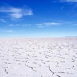 見渡す限り真っ白な塩の大地