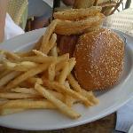 チーズバーガー 一人で食べきれない