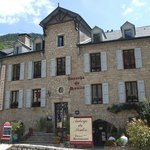 Maison en pierre rénovée en hotel restaurant