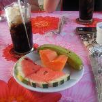 cafe helado y fruta