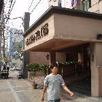 Entrance. Herald Suites hotel, Makati