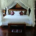 Sanyas Suites bedroom