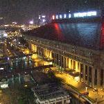 16Fの部屋からは、台北駅の控えめなライトアップを見下ろすことができます。