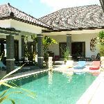 Le patio central et la piscine