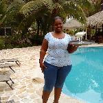 Wendy bring us drinks by the pool!