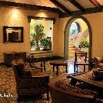 Hotel 1915 Lounge Atrium
