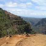 hiking in waimea canyon