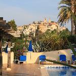 Le village de Biot depuis la piscine de l'hotel