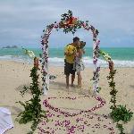 Spaziergang am Strand - per Zufall zu Hochzeitsvorbereitungen gestoßen