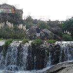 Cascada Arroyo debajo de la cabaña