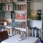 Bibliothek und Frühstücksraum