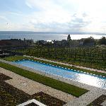 Blick über den Pool, Hagnau und den Bodensee