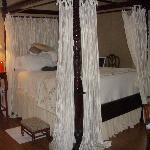 Four poster bed (Enchantment room)