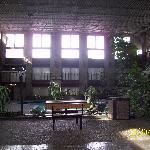 Innenbereich mit zwei Pools