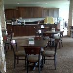 breakfast room (buffett style hot breakfast, plus cereal, breads, juices, etc)
