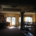 Large sunny breakfast room that was very poorly tended