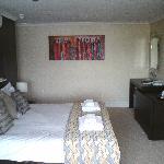 Dovey Inn bedroom