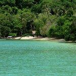 L'île de Ko Lone , dans la baie de Chalong