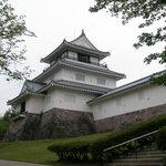 駅付近にあった長岡城を模して再建されたという