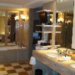 Bathroom - Park Suite