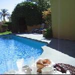 Desayuno en la piscina 2