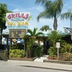 Photo de Grills Seafood Deck & Tiki Bar