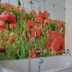 De badkamer met poppies