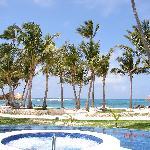 pool -> beach