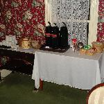 Tea room.  Tea, coffee, crackers, homemade cookides and fresh fruit available.