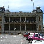 Iolani Palace side view