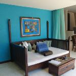 Phirus - 3 bedroom villa day bed overlooks jacuzzi and pool