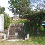 大塚です。丘陵部の頂上付近です。この向かいに歴史資料館があります。武田軍前衛隊の本部がありました。
