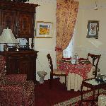 Cozy living room/breakfast area