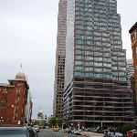 Blick von vor dem Hotel auf das State Capitol