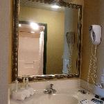 Holiday Inn Express - Bathroom