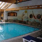 une vue de la piscine
