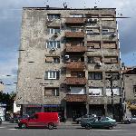 Building opposite Hotel Zira