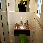 the green (single) room ensuite bathroom