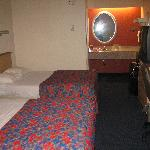 2 full beds room