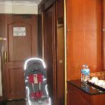 Room 53X - Entrance & Wardrobe