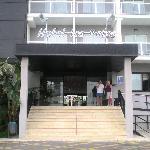 Puerta de entrada del entrada del hotel