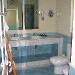 Large bathroom with great tilework