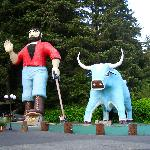 Paul Bunion and Ox statues