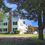 White House Inn Entrance