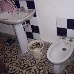 Bidet et lavabo de la chambre