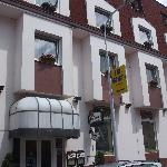 View of the front of the Hotel Henrietta