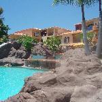 2ème piscine avec sable et très beau cadre