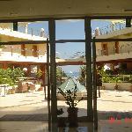 vue sur la mer depuis le hall