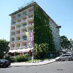 Hotel Daniel from Outside