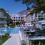 Hotelansicht vom Garten / Poolrestaurant